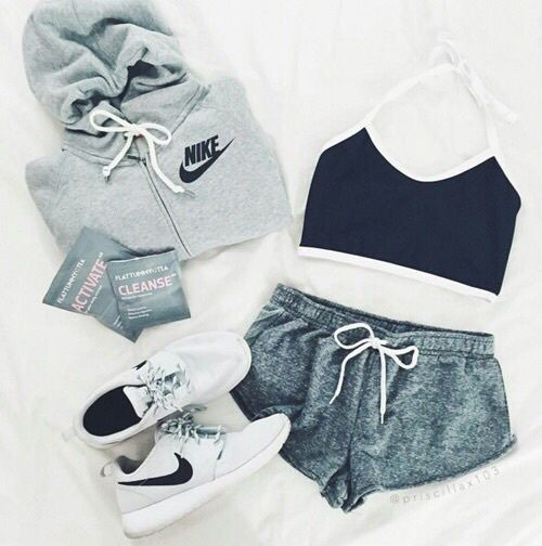 online store 5a8f4 eeb14 Trendy Women s Sneakers Outfits ...