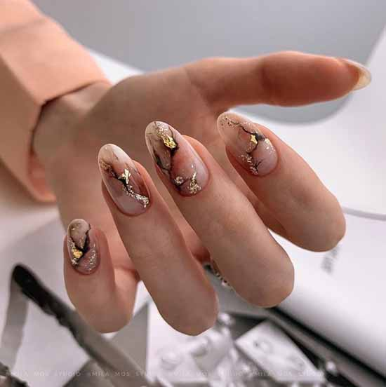 Delicate marble on nails