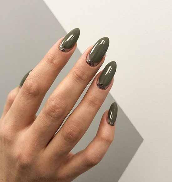 Elegant dark green manicure