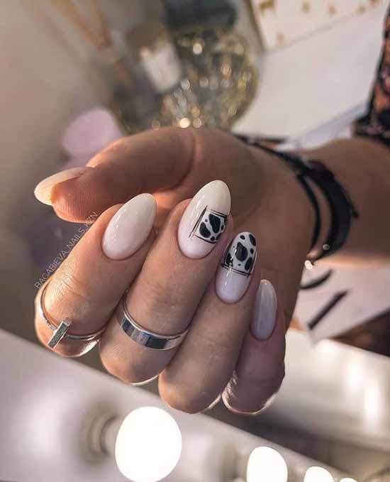 Elegant printed manicure