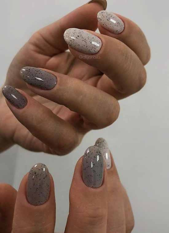 Elegant colors in manicure