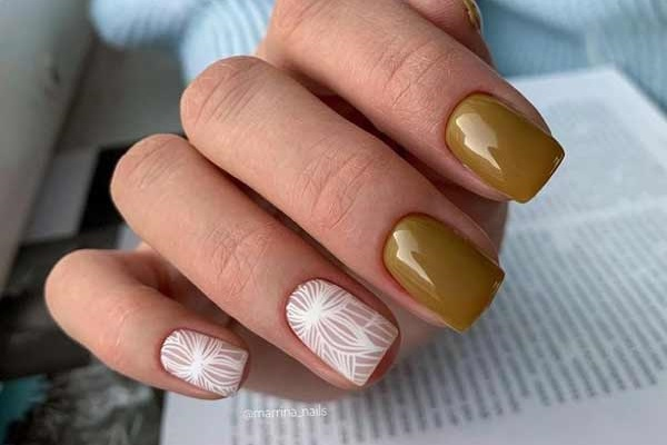 Серый + белый элегантный маникюр