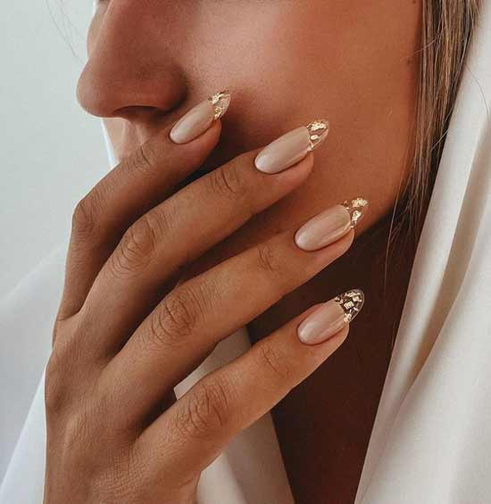 Winter beige on nails