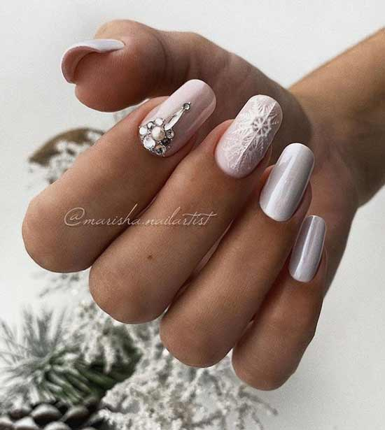 Manicure nude new year