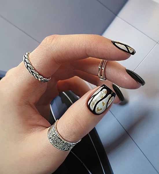 Design black nails with foil