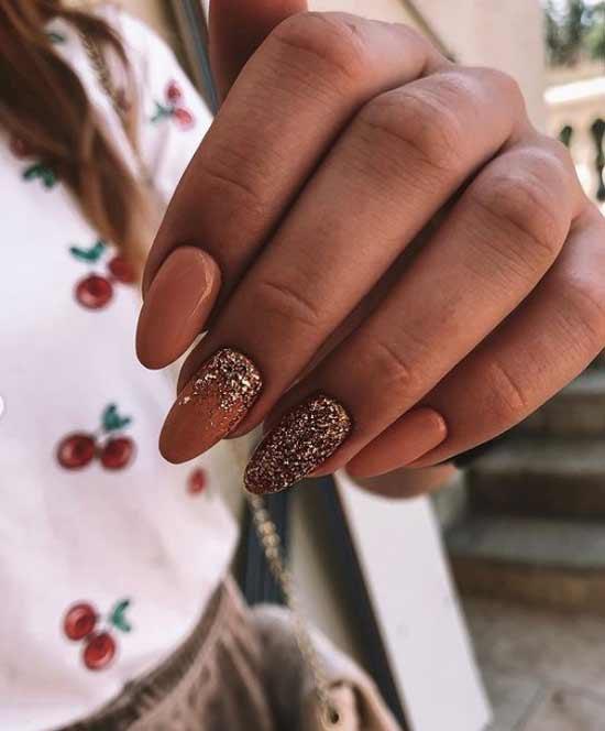Beige moon glitter manicure
