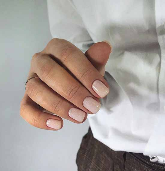 Beige glitter manicure: graceful nail design ideas