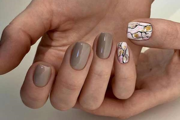 Beige nails with glitter design photo ideas