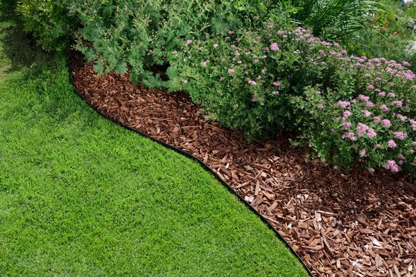 Mulching flower beds with bark