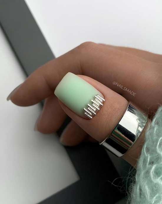 Trendy menthol manicure