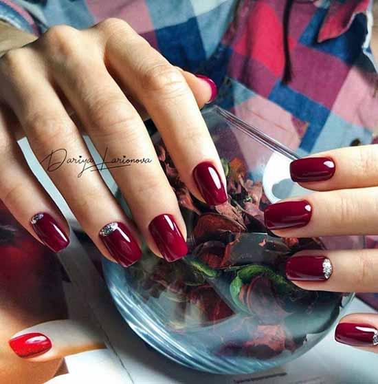 Dark red glitter silver manicure