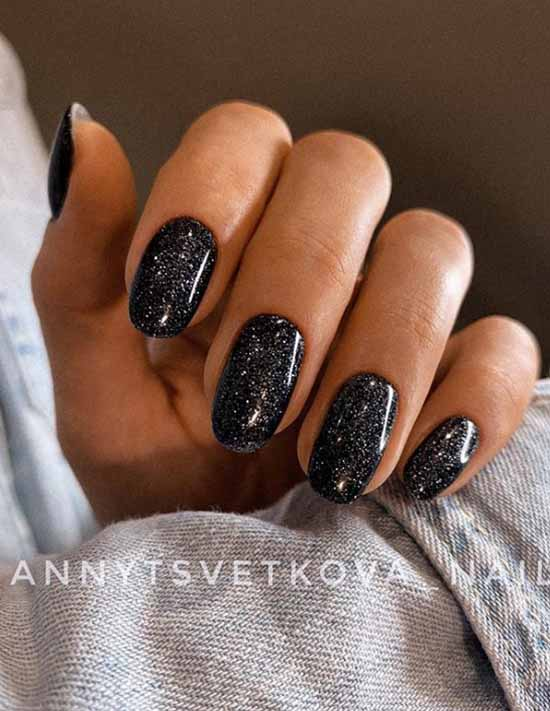 Monochrome manicure black with sequins