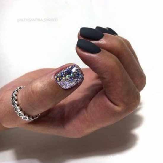 Black glitter manicure for short nails
