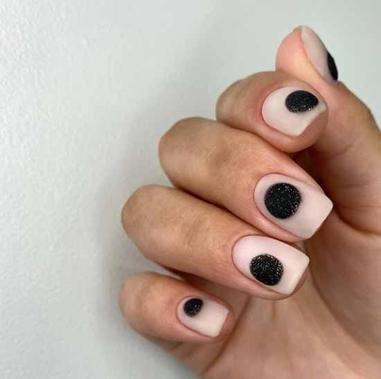 Black and beige glitter manicure