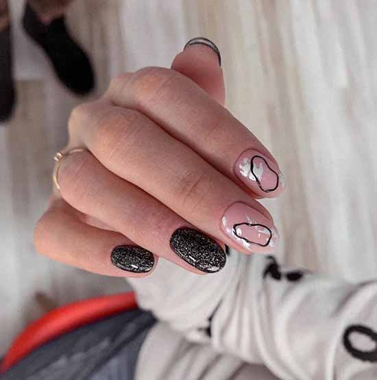 Black oval - glitter manicure
