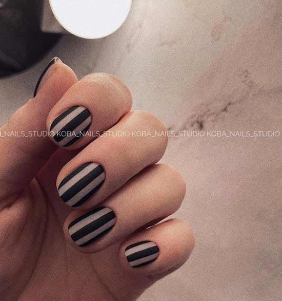 Stylish shape of short nails