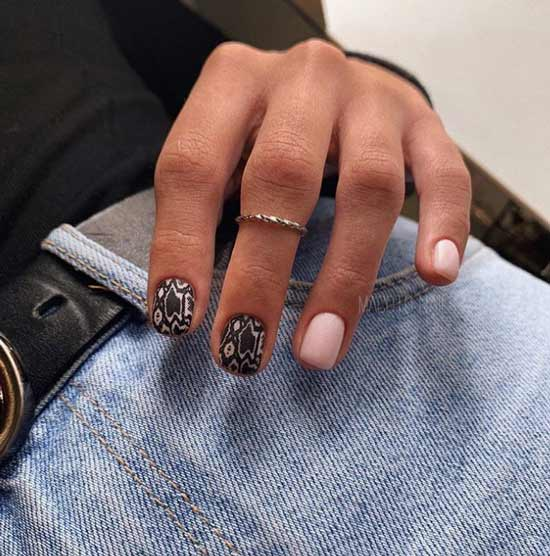 Snake print on nails