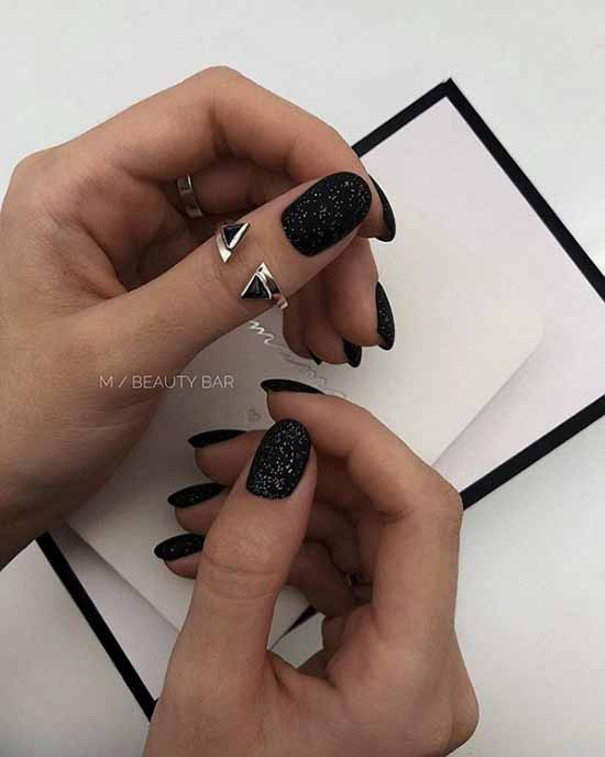 Black short manicure