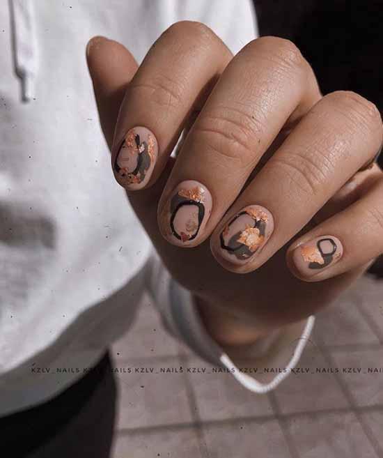Stylish beige short manicure