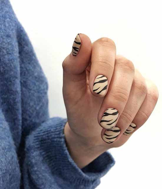 Short nails with print