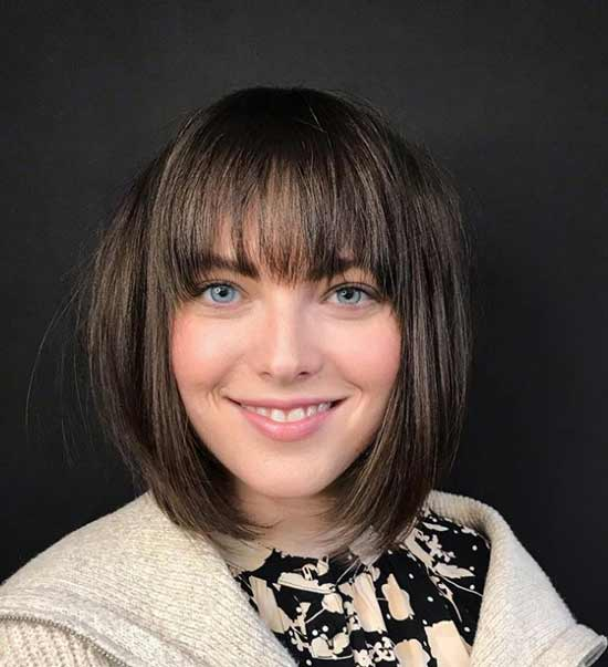 Round bangs with a square photo