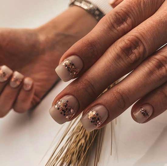 Festive short manicure