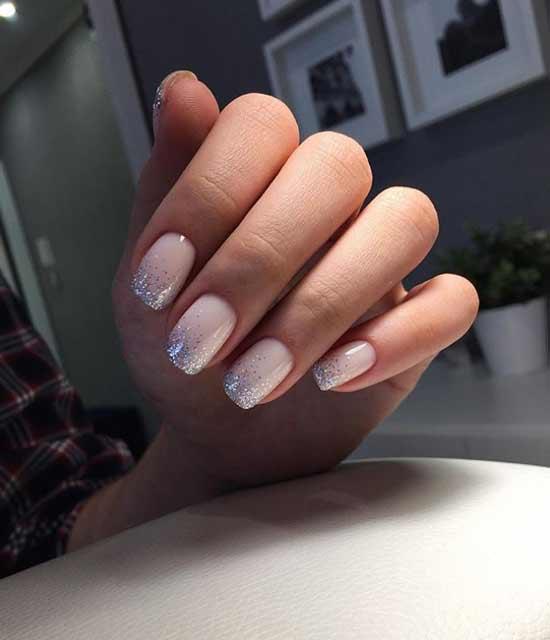 Beige glitter manicure