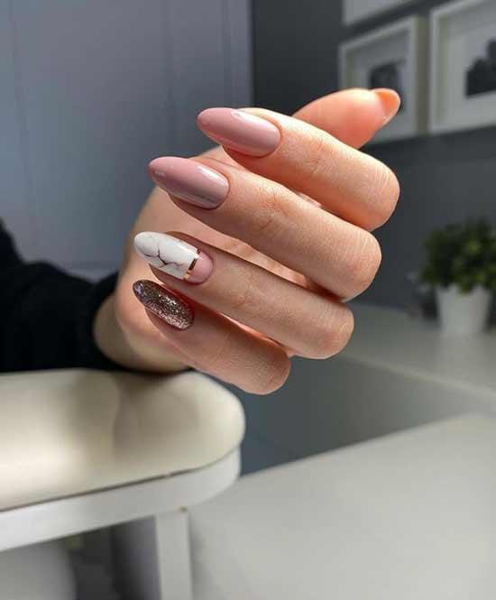 Almond-shaped glitter manicure