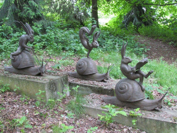 Animal figurines for the garden
