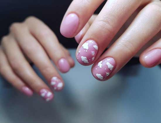 Short nails design with clouds