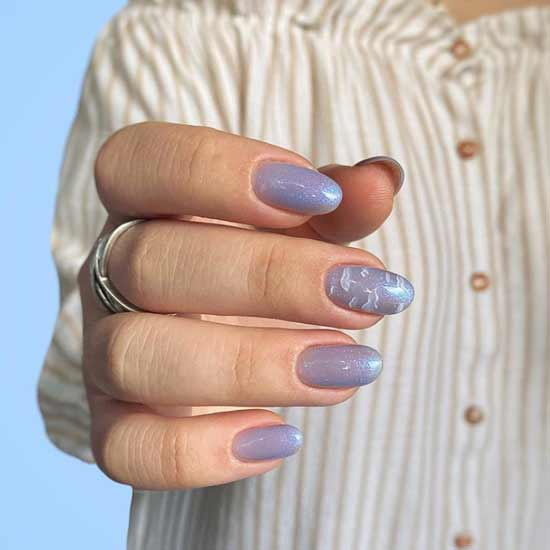 Clouds and glitter on nails