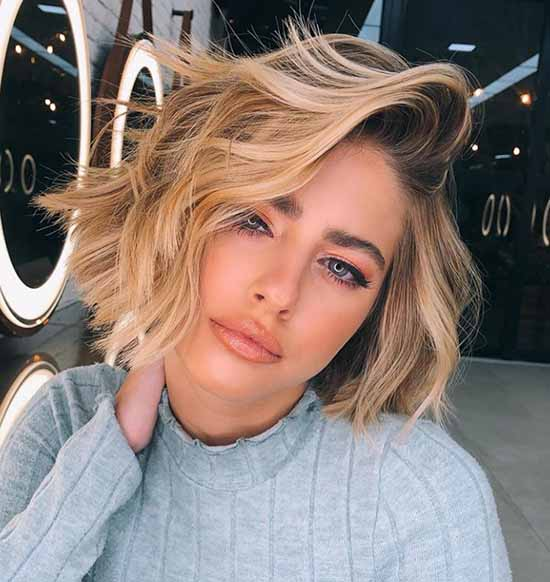 Fashionable haircuts for shoulder-length hair 2021: photos, trends