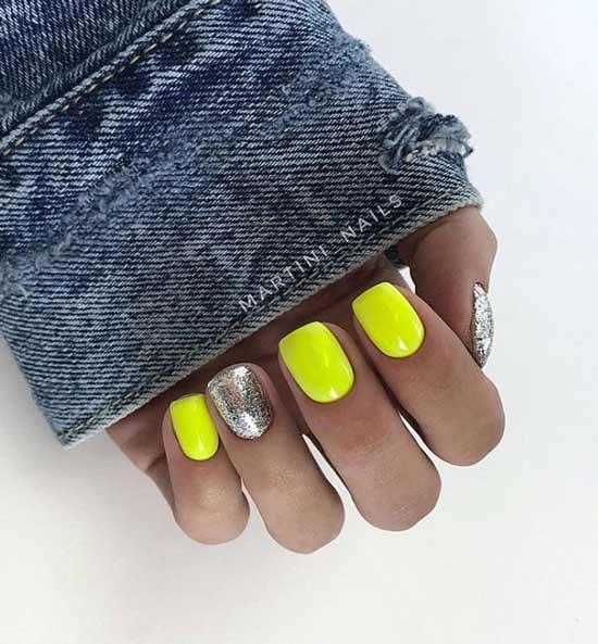 Glitter neon on short nails