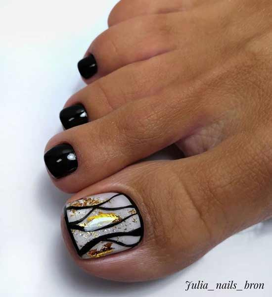 Shiny black pedicure photo