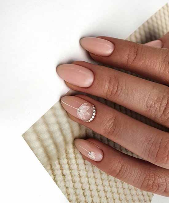 Delicate nail design with rhinestones