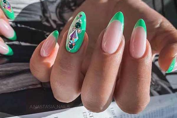 New ideas for manicure with rhinestones