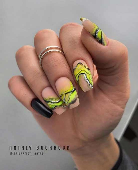 Acid drawing on ballerina's nails