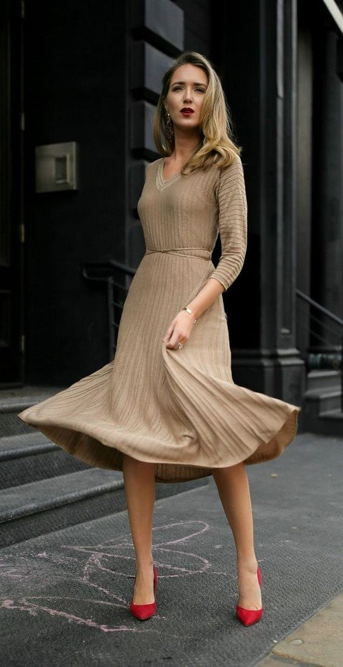 Delicate beige dresses: new dresses in the style of nude