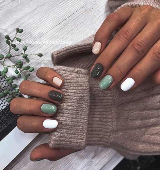 Green short manicure