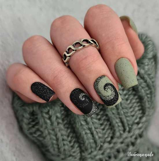 Green christmas nail design