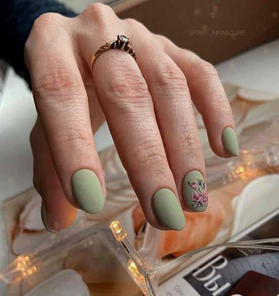 Matte dark green manicure