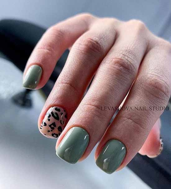 Dark green printed manicure