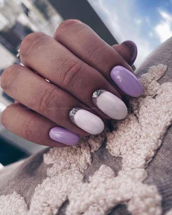 Accent glitter white nails