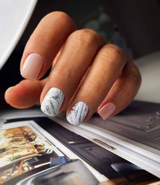 White short nails with beige and glitter