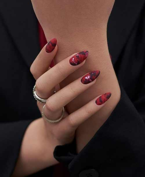 Fashionable manicure with foil
