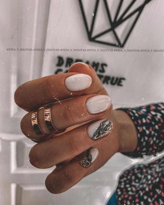Trendy yellow-gold manicure 2021
