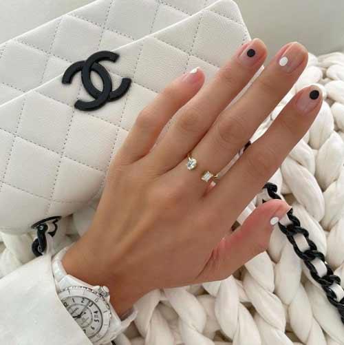 Manicure multicolored dots trend
