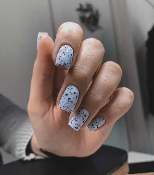 Trendy gray manicure