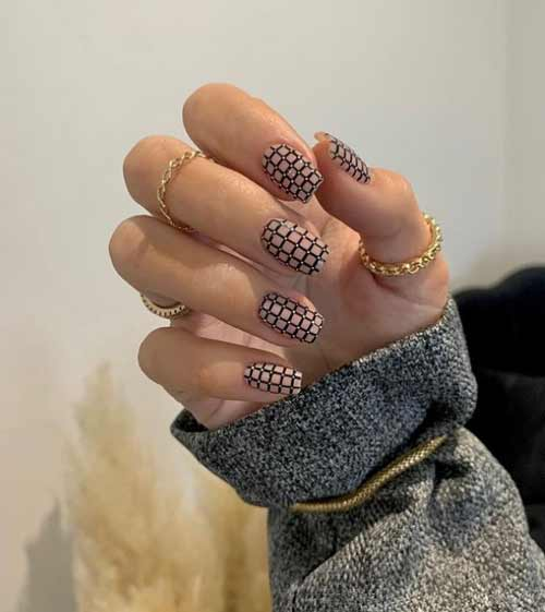 Fashionable black and white cage on nails