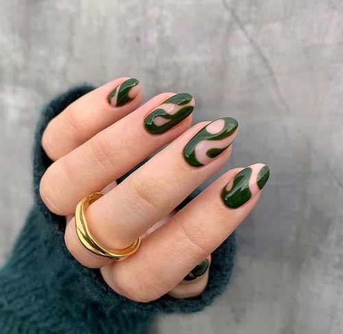 Trendy green manicure photo